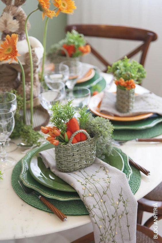 mesa posta com detalhes de Páscoa