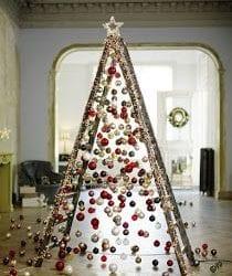 árvore de natal feita de escada