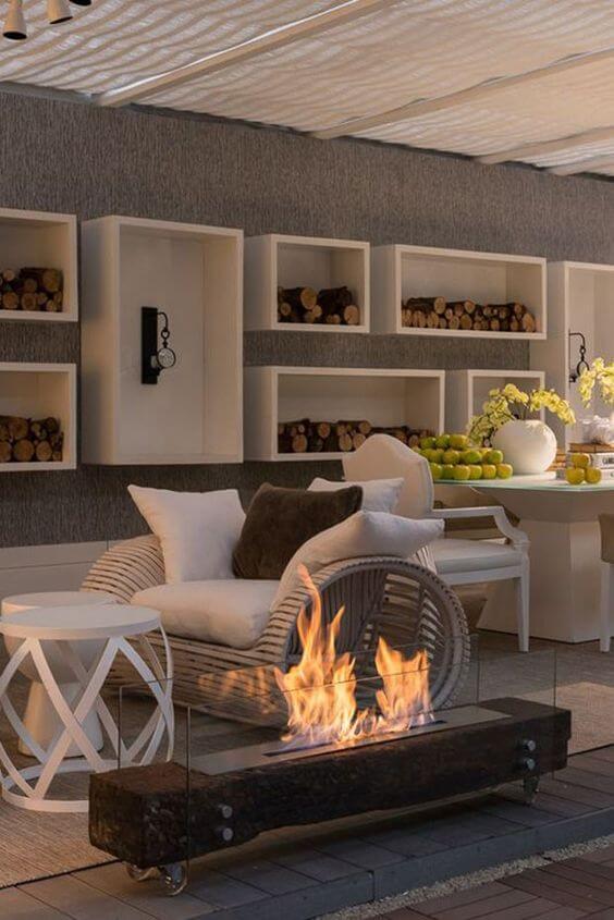 Sala de estar com lareira para aquecer no inverno