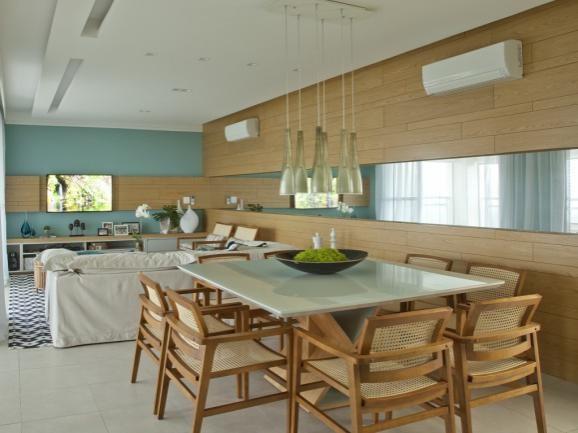 Salas integradas, com a parede azul, candy color