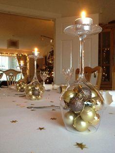 dicas natalinas : taça de vinho com enfeites de natal