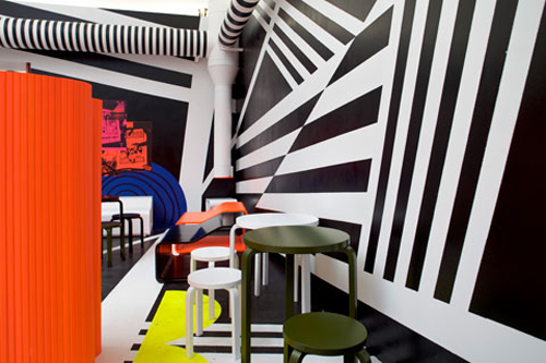 Restaurante com estampas de padrão disruptiva