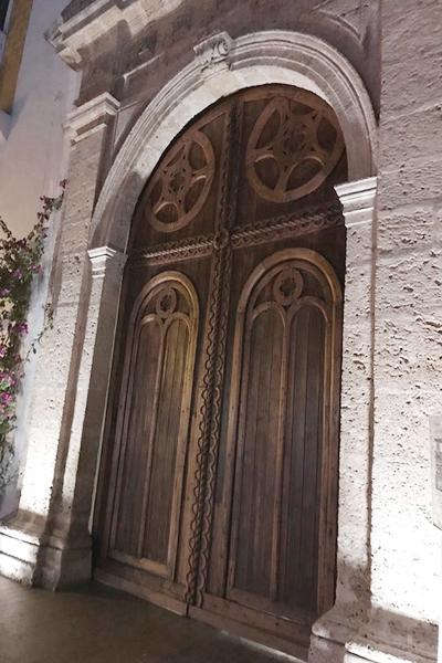 Exemplos de portas dentro da cidade murada em Cartagena