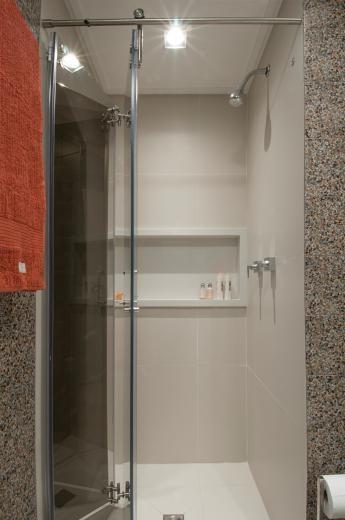 Banheiro com box articulado