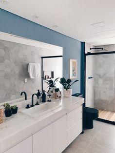 banheiro com pintura azul