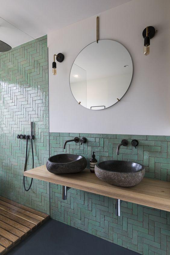 banheiro com azulejo verde