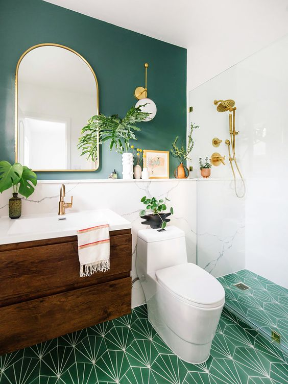 banheiro com pintura verde