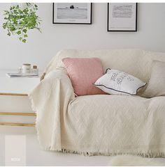 manta off white cobrindo todo o sofá