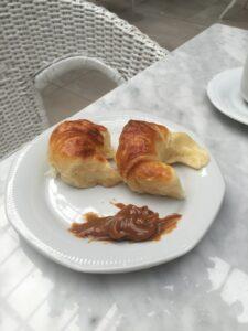 medialunas com dulce de leche no café da manhã em Buenos Aires