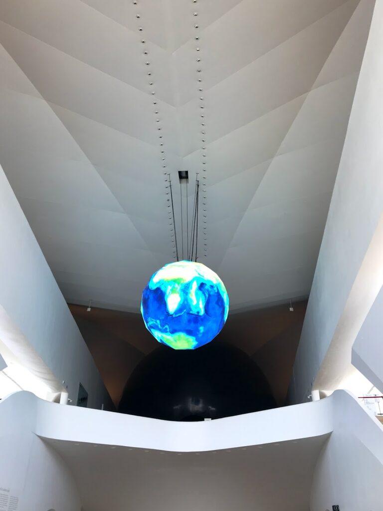 dentro do Museu do Amanhã, no Rio de Janeiro