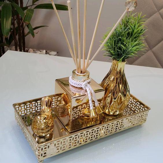 objetos dourados para a sala