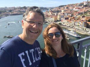 casal com vista para a cidade do Porto
