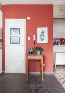Hall de entrada com cores quentes
