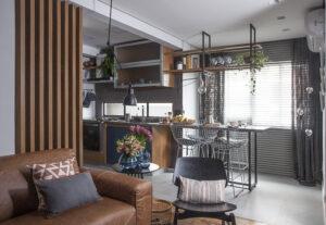 Cozinha com detalhe em serralheria em bancadas e estantes