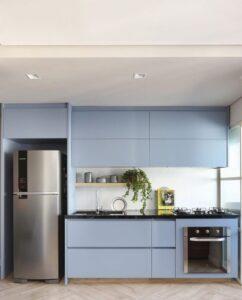 cozinha moderna com marcenaria azul
