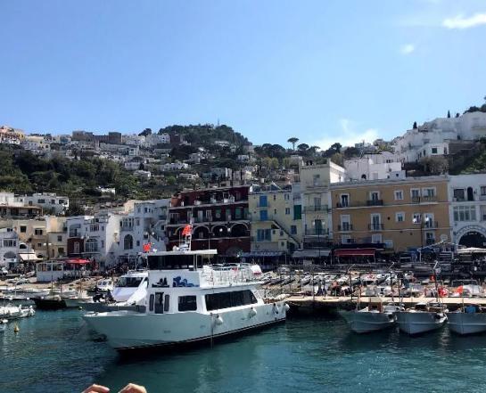 Costa Amalfitana com o mar azul