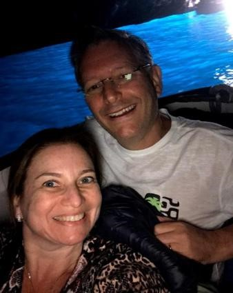 arquiteta Karina Korn e o marido em Grotta Azzurra - Costa Amalfitana
