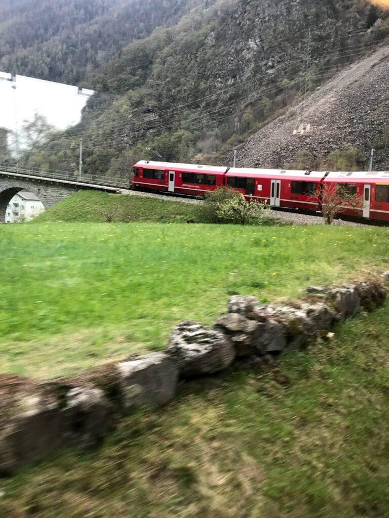 Trem no viaduto Brusio
