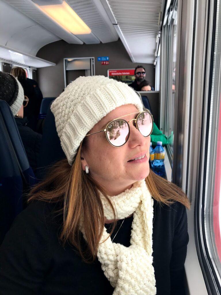 Karina Korn, no trem saindo de Milão para St. Moriz
