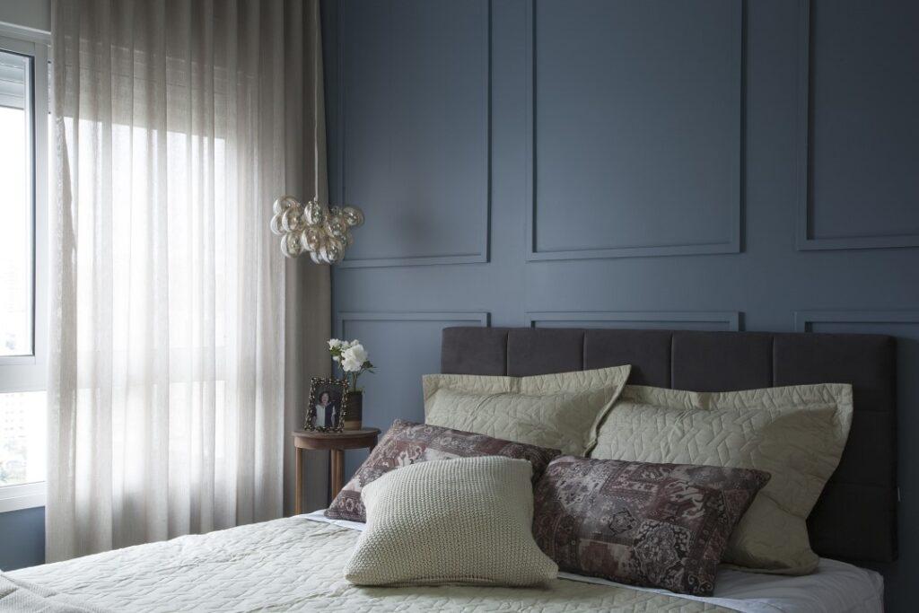 quarto de casal com boisorie azul