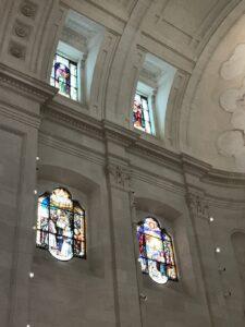 Detalhe da arquitetura de interiores do Santuário de Fátima