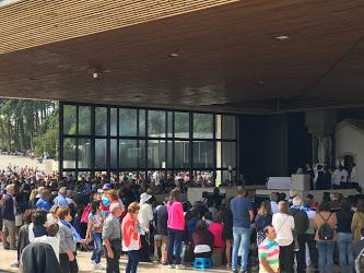 filas e mais filas no santuário de Fátima