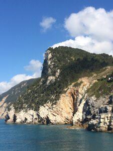 Vista da cidade para o mar em Cinque Terre