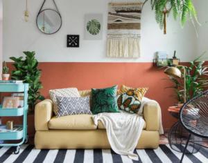 sala de estar com objetos retrô