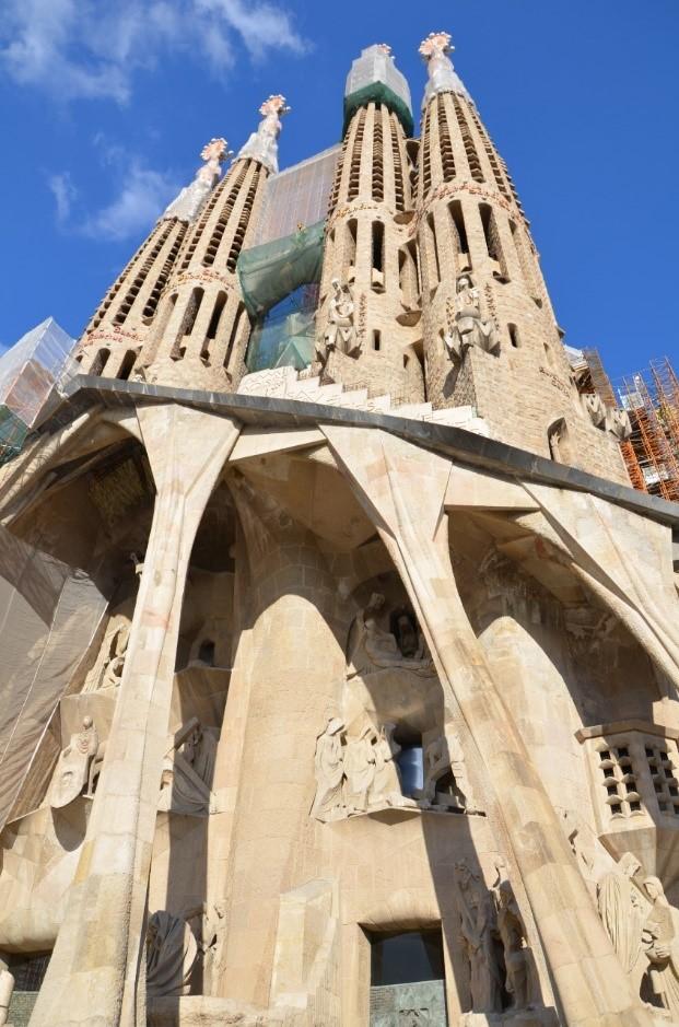 Fachada da Igreja Sagrada Família em Barcelona
