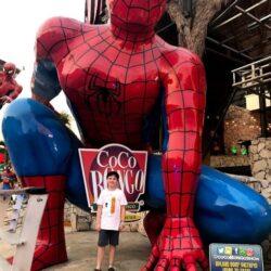 Escultura do Homem Aranha que fica em frente à Casa Noturna Coco Bongo