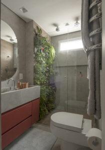 Plantas dentro do box do banheiro