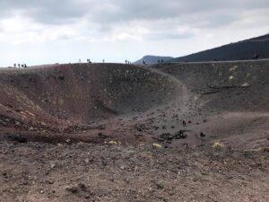 Rochas que se formaram depois das erupções, através da lava resfriada e solidificada.