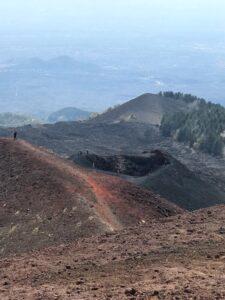 magem mais aproximada de uma das crateras do vulcão etna