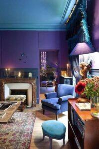 Sala de estar com parede cor rosa