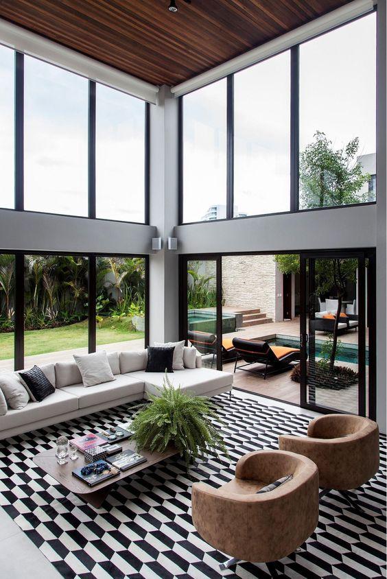 Fachada residencial com fachada de vidro